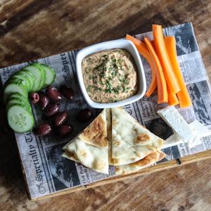 hummus and veggie plate